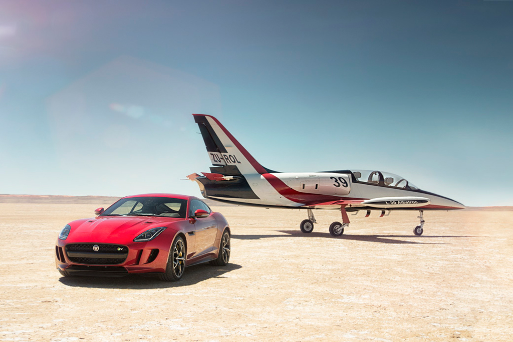 Jaguar to Debut All-Wheel-Drive F-Type at Los Angeles Auto Show