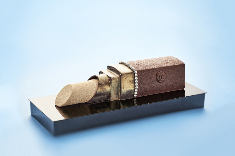 Karl Lagerfeld Designs a Christmas Cake for Beige Alain Ducasse Tokyo