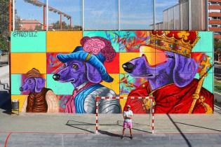 """MADSTEEZ Paints """"Mi WEENperro es tu WEENperro"""" Mural in Barcelona"""
