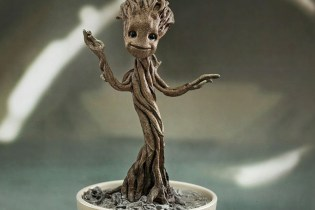 "Hot Toys Guardians of the Galaxy ""Little Groot"" 1/4th Scale Collectible"
