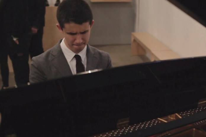 Blind Pianist Shares an Inspiring Story at Apolis: Common Gallery