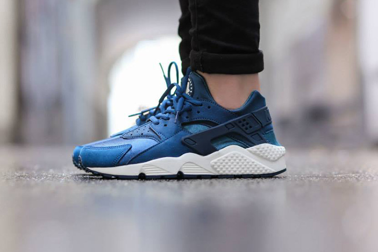 "Nike WMNS Air Huarache ""Blue Force"""