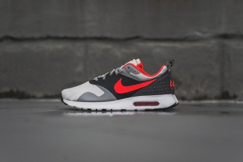 Nike Air Max Tavas Grey/Bright Crimson