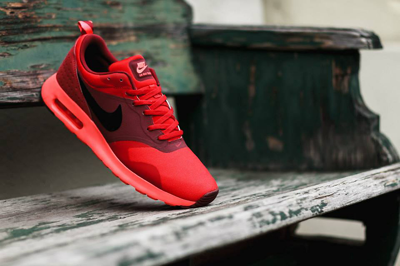 nike air max tavas university red hypebeast. Black Bedroom Furniture Sets. Home Design Ideas