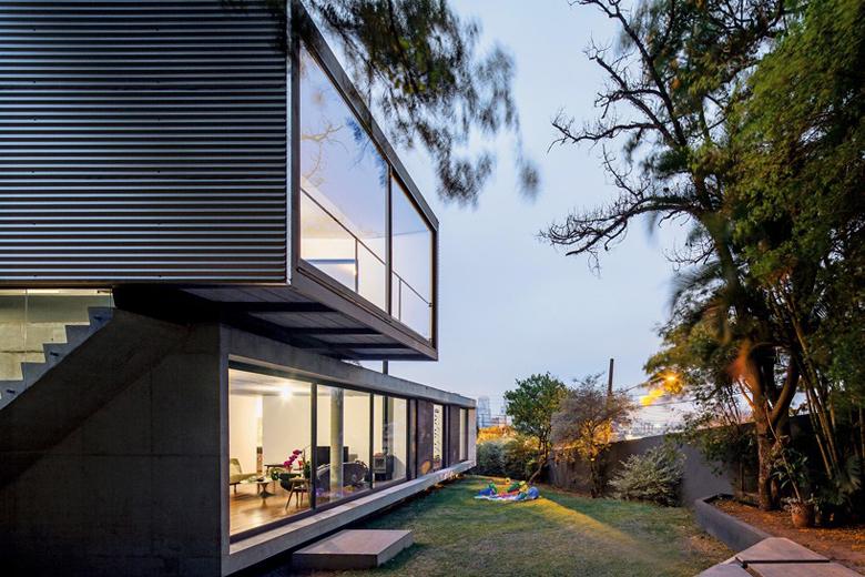 The suburban lp house in sao paolo by metro arquitetos hypebeast - The narrow house of sao paolo ...