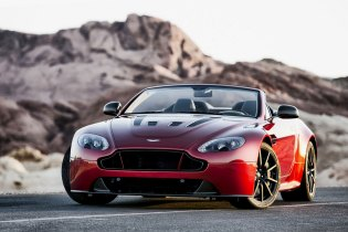 XCAR takes the Aston Martin V12 Vantage S Roadster on a Cruise