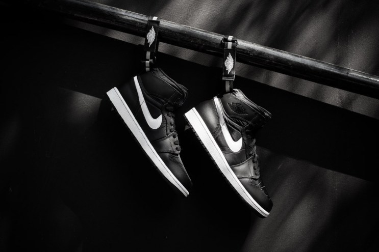 Air Jordan 1 High Strap Black/White