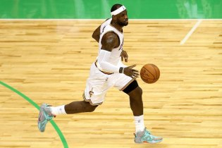 LeBron James Tops List of Signature Shoe Sales in 2014