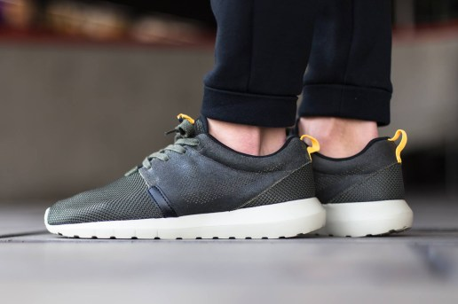 "Nike Roshe Run NM FB ""Cargo Khaki"""