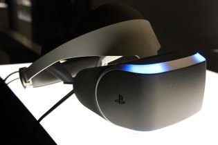 Sony's PlayStation 4 Virtual Reality Hardware Targeted for 2016