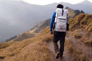 HANCHOR Introduces Two Ultralight Backpacks: MARBLE Hiking Pack & CHERT Mountaineering Backpacks