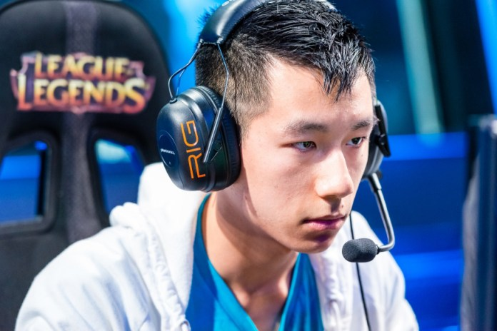 'League of Legends' Champion Retires With Wrist Injury