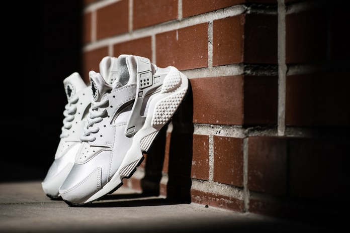 "Nike WMNS Air Huarache Run ""Light Bone"""