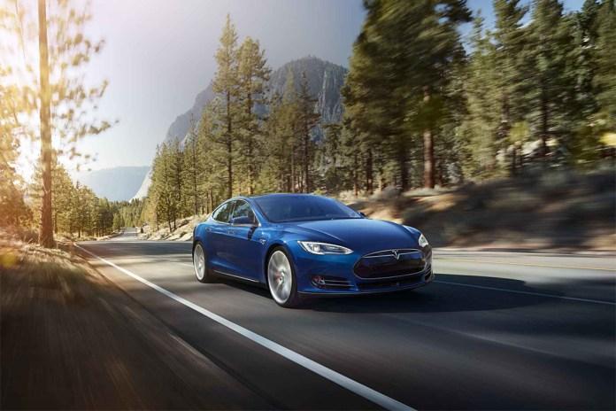 Tesla Debuts the Model S 70D
