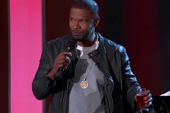 Watch Jamie Foxx Sing Tinder Profiles