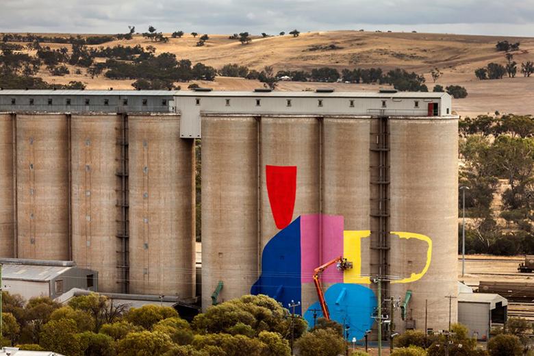Hense giant mural on grain silos in western australia for Australian mural