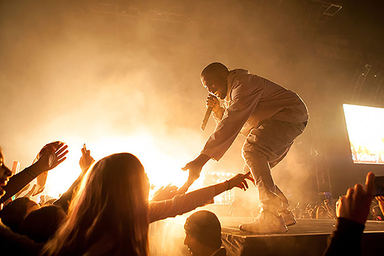 """Kanye West Performs """"All Day"""" and """"Black Skinhead"""" at 2015 Billboard Music Awards"""