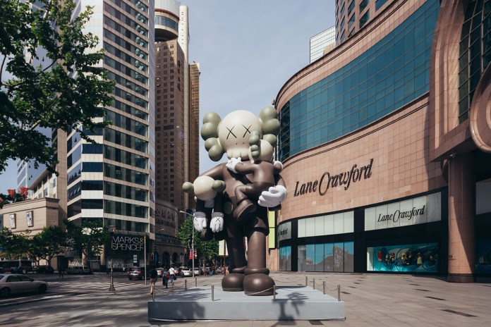 """KAWS Talks About the Shanghai Times Square """"CLEAN SLATE"""" Exhibition"""