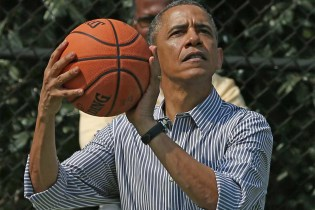 Mark Parker, Tinker Hatfield & Michael Jordan Designed a Sneaker for President Obama