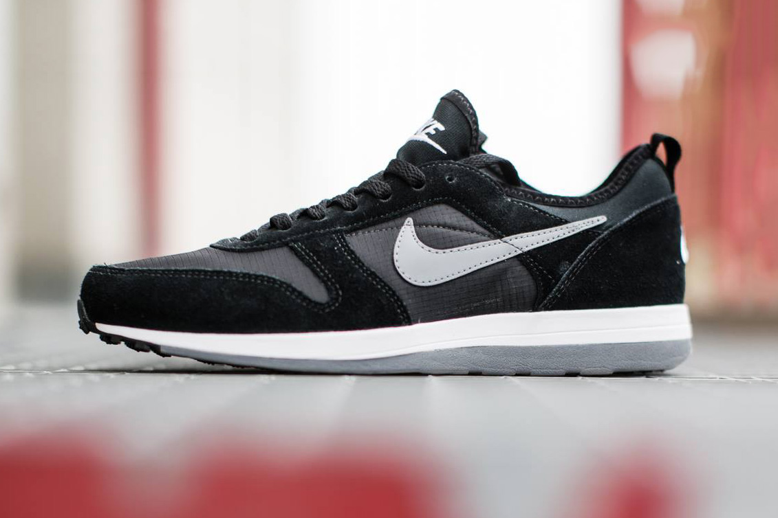 nike archive 75 light charcoal