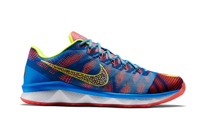 "Nike CJ3 Flyweave Trainer ""Radioactive"""