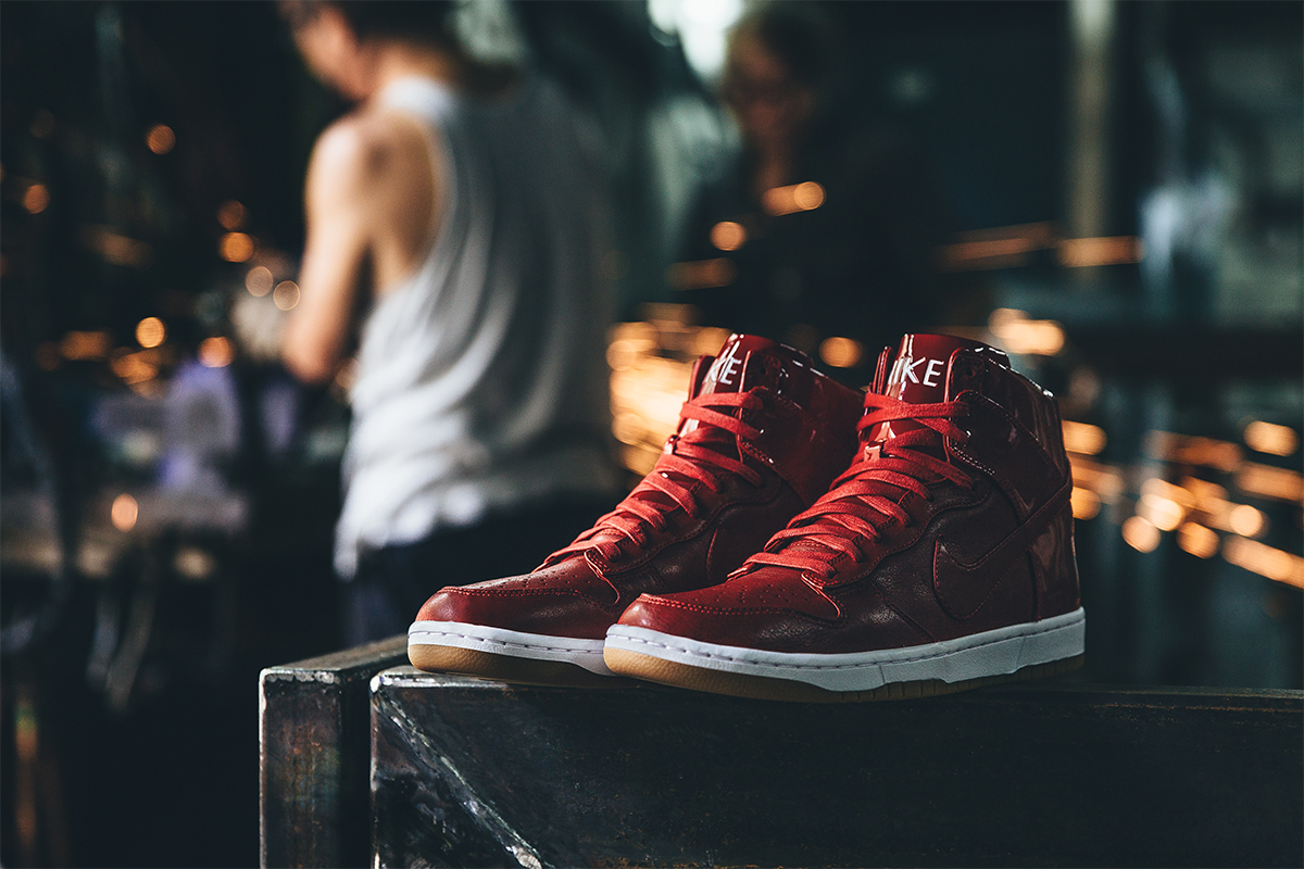 """A Closer Look at the Nike Dunk Lux High SP """"Gym Red"""""""
