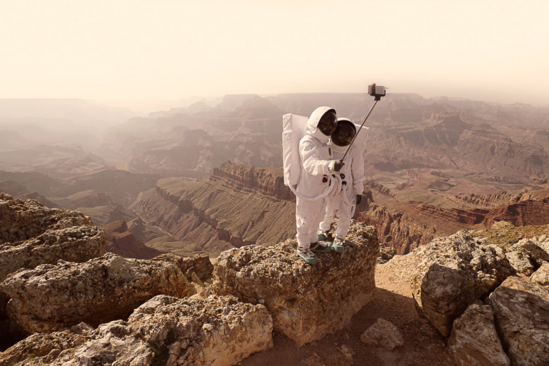 """""""Greetings From Mars"""" by Julien Mauve"""