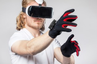 Virtual Gloves Are Available for an Even More Immersive Gaming Experience
