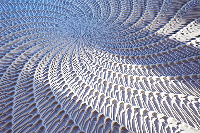 New Kinetic Machine Creates Beautiful Sand Designs