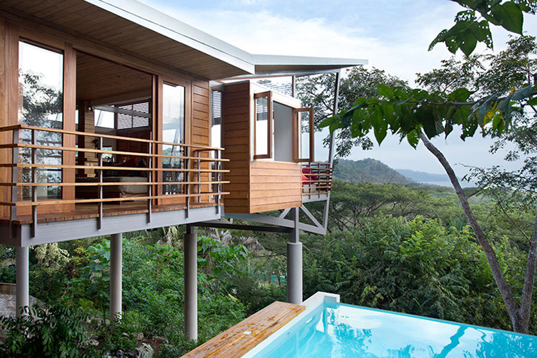 The floating house designed by benjamin garcia saxe for Jungle house costa rica