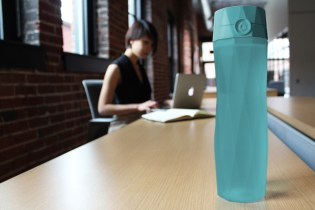 The Hidrate Me Water Bottle Tells You When You Need a Sip
