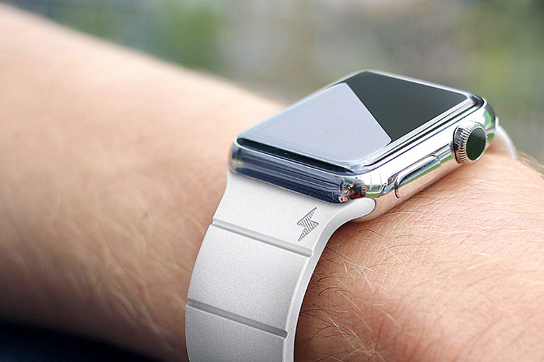 Reserve Strap Extends the Battery Life of Apple Watch