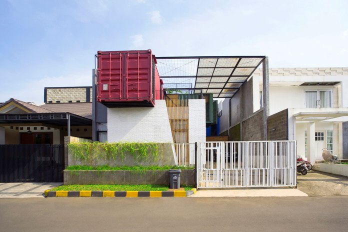 Atelier Riri Creates Home out of Shipping Containers
