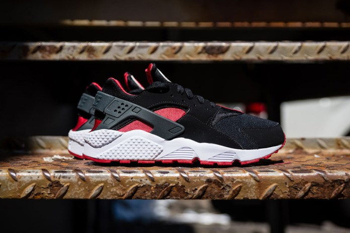 Nike Air Huarache Black/University Red