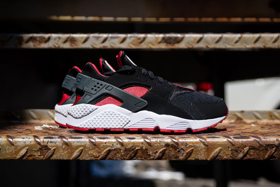 Nike Air Huarache Black/University Red