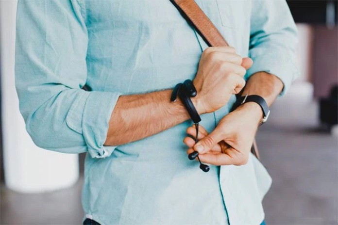 Wearable Cuff Makes Sure You Never Lose Your Earphones Again