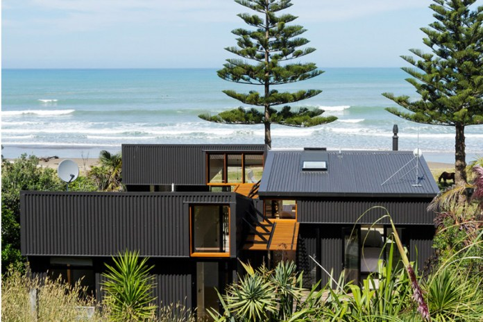 Interconnecting Sheds Combine to Create Beachside Family Home