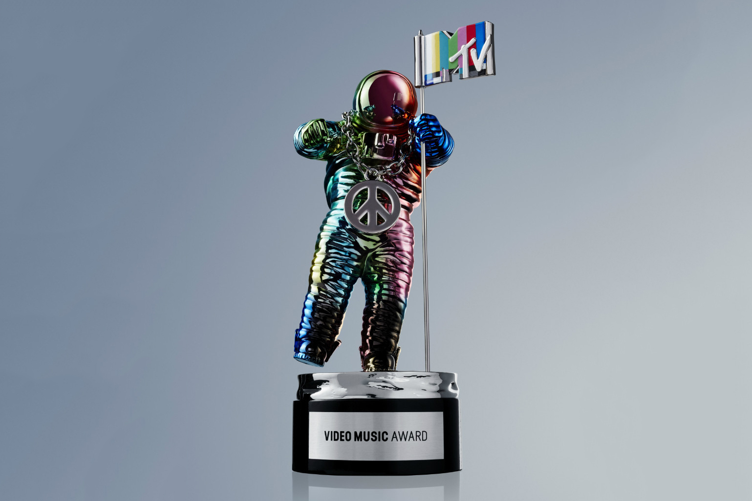 Miley Cyrus Unveils Jeremy Scott's Redesigned MTV VMA Moonman