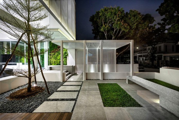 """""""The House out of the Floating Box"""" by Park + Associates"""