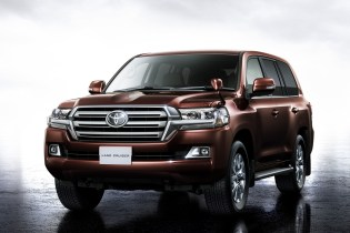 Toyota Reveals Land Cruiser 200 in Japan