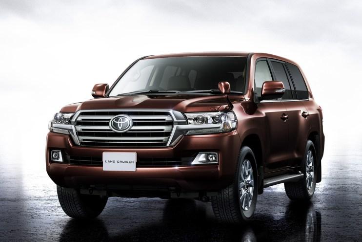 Toyota Reveals Land Cruiser 200 in Japan