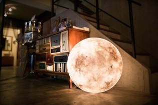 Luna: A Lamp That Looks Like the Moon