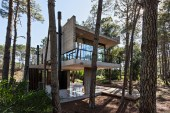 The ATV Arquitectos Marino Home Includes the Smell of a Pine Tree Forest