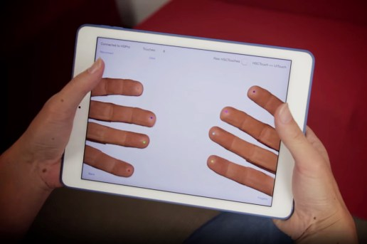 HandyCase Allows You to Control Your iPhone or iPad From Behind