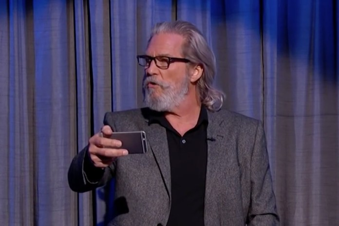 Jeff Bridges, Benedict Cumberbatch, Liam Neeson & More Read Mean Tweets on 'Jimmy Kimmel Live!'