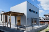 ALTS Design Office Develops Warehouse-Inspired Home