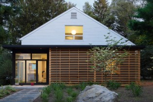 Mid-Century Massachusetts Home Gets a Modern Upgrade
