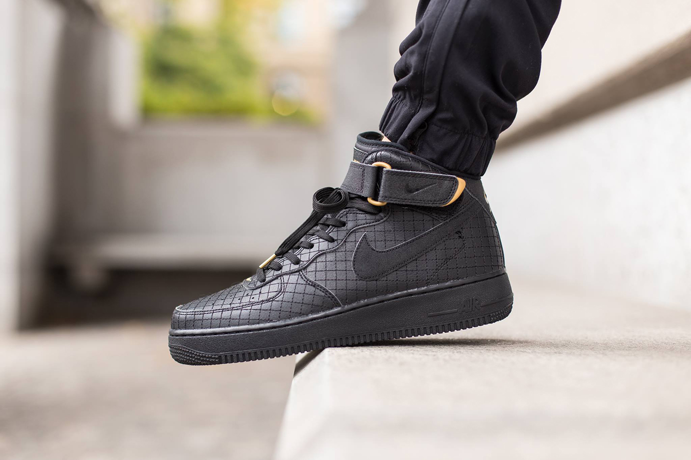 Air Force 1 Nike Black Mid