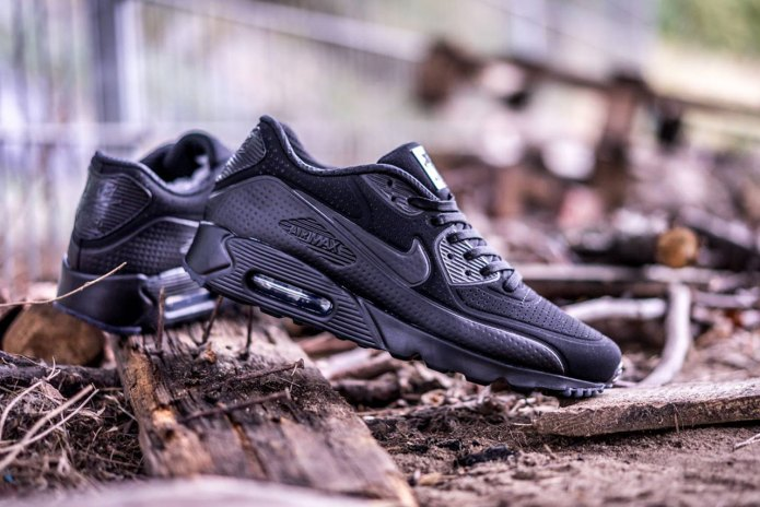 "Nike Air Max 90 Ultra Moire ""Triple Black"""