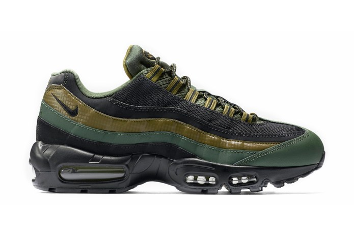 "Nike Air Max 95 Essential ""Carbon Green"""
